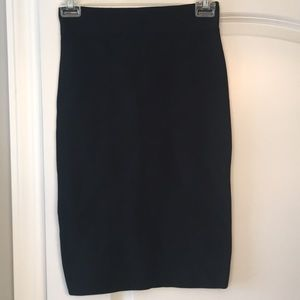 Bcbg MaxAzria Black bodycon pencil skirt sz small